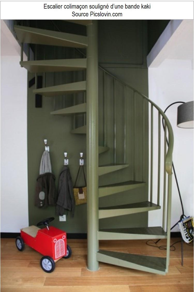 Escalier colimaçon hélocoïdal kaki