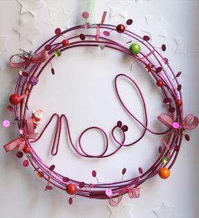 couronne de noël fil de fer coloré