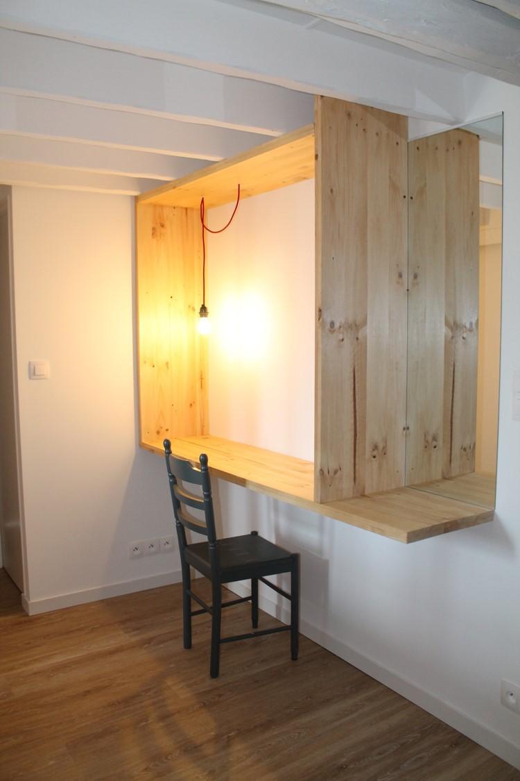 bureau sur mesure en bois brut avec tablette et miroir