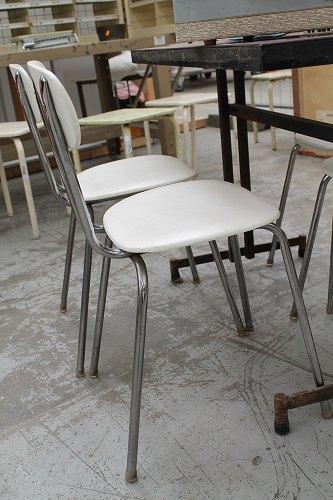 chaises vintage blances