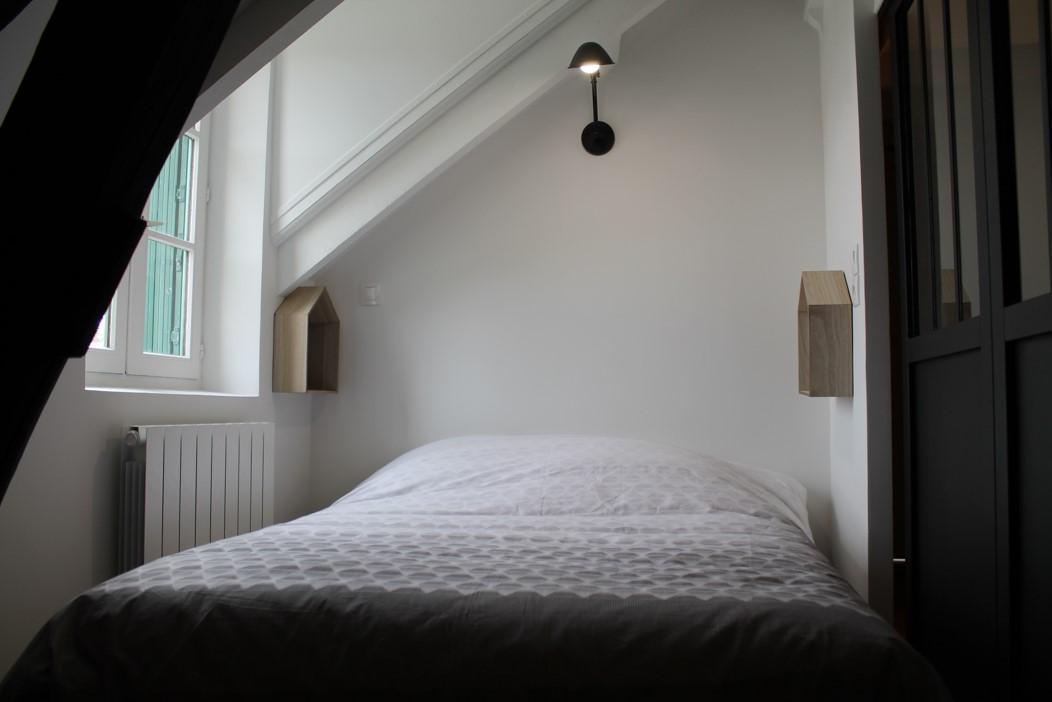 chambre avec cloison verrière style atelier noire sur rail