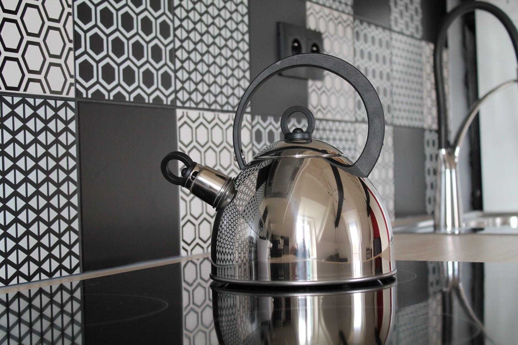 effet carreaux de ciment leroy merlin Faïence mur noir, Astuce 20x20 crédence cuisine noir et blanc