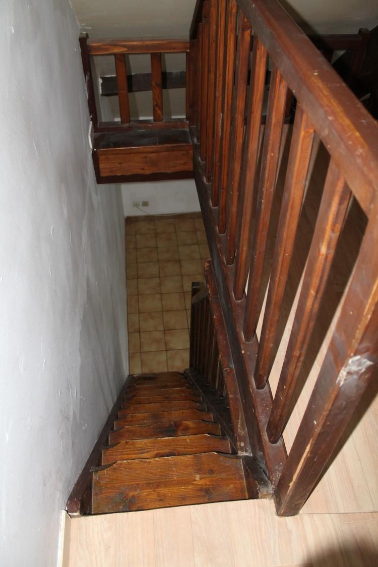 escalier bois avant rénovation appartement