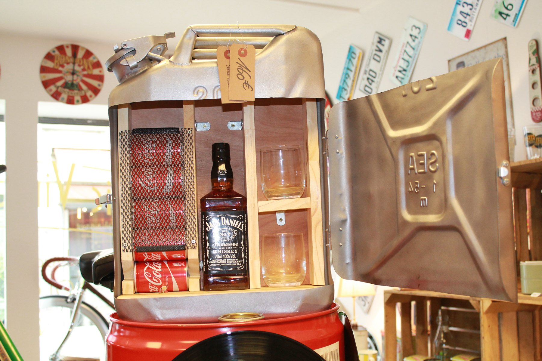ancien jerrycan transformé en mini bar