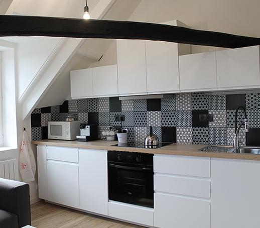 renovation-cuisine-noire-et-blanche-etrechy