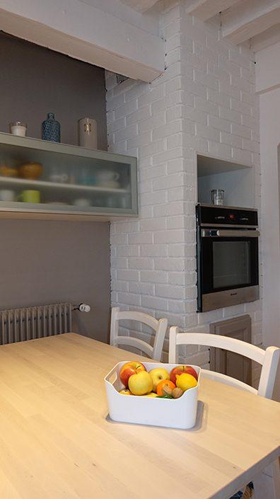 table-bois-et-blanc-ikea-briquettes-peintes-en-blanc