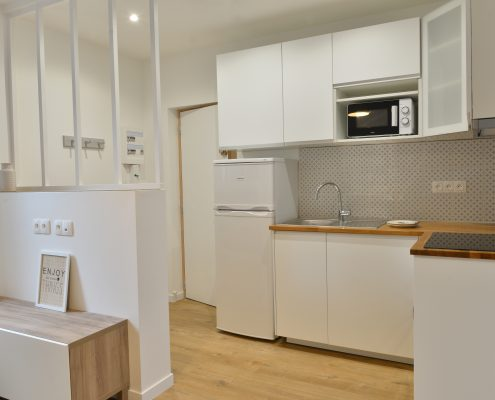 Une cuisine équipée pour un appartement à louer