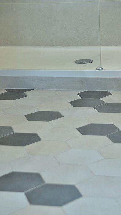 carrelage-hexagonal-beige-gris-salle-de-bain