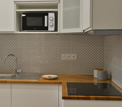 creation-cuisine-ikea-blanche-bois-appartement