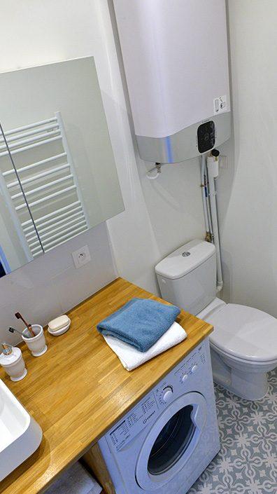salle-de-bain-avec-toilettes-amenagement