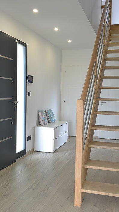 entree-maison-escalier-apparent-bois