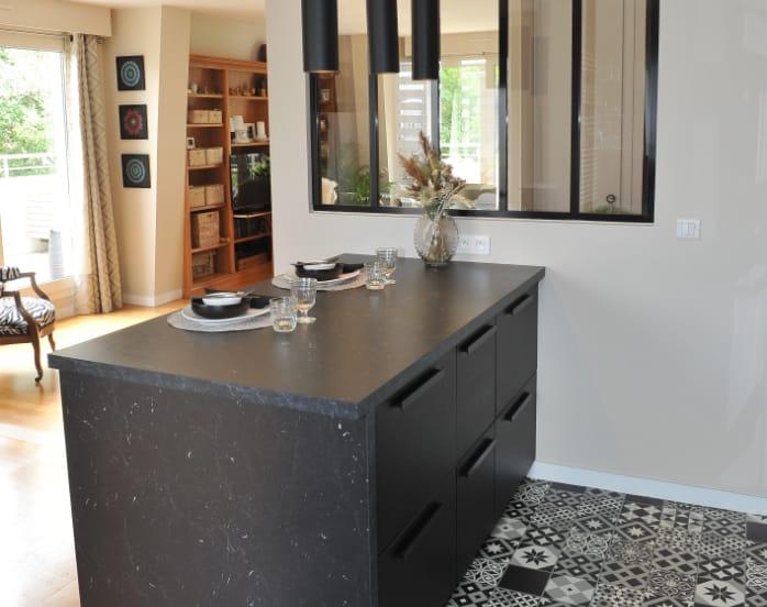 carreaux-ciment-noir-et-blanc-cuisine