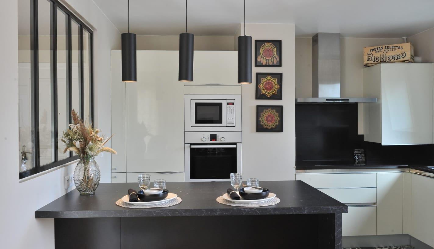 cuisine-creme-et-noire-appartement