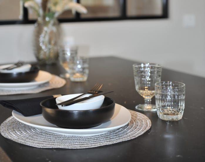 plan-de-travail-marbre-noir-ilot-cuisine