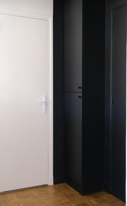 placard-cache-compteur-sur-mesure-entree-appartement