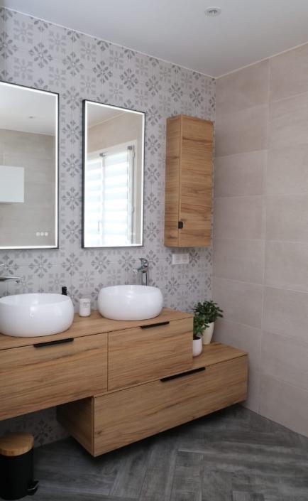 salle-de-bain-grise-et-bois